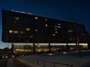 Ljusgardiner med leds på fasad vid Clarion Hotel.