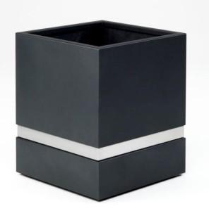 Stålkruka, målad i svart färg