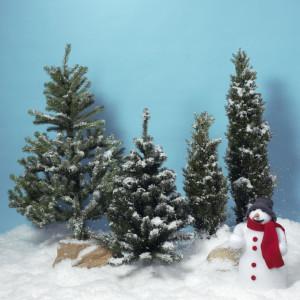 Konstgjord snö och snögubbe