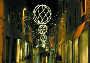 Stora ljusdekorationer som kan vikas ihop under transport och förvaring