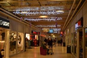 Ljusgirlanger med vita ledbelysningar, Bålsta Centrum