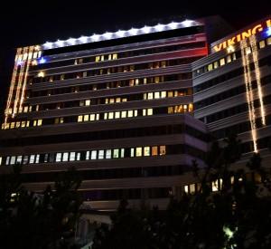 20 meter långa ljusgardiner och stjärnor på fasad