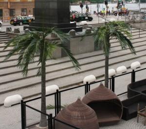 Stora konstgjorda palmer hos Debaser.