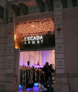 Specialgjord ljusgardin med många leds, Escada Barcelona.