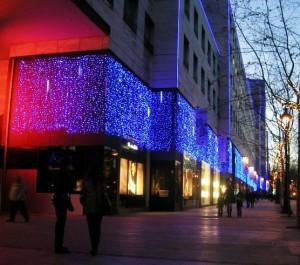 Snowfalls och ljusdraperier på fasad, Lilla Barcelona