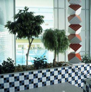 Konstgjorda växter som är handgjorda på äkta torkade stammar.