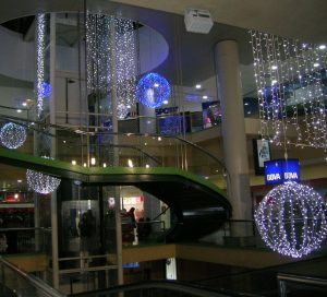 Stora ljusbollar och ljusdraperier led