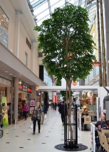Konstgjort Lindträd i Solna Centrum. En unik handgjord konstgjord växt.