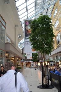 Konstgjorda bokträd i Solna Centrum ca 600 cm höga. Varje träd är handgjort och unikt.