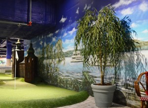 Konstgjort pilträd på Olearys Globen.